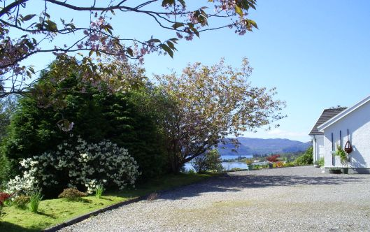 Aultsigh Bed and Breakfast stands in an elevated position on the outskirts of the village of Lochcarron in Wester Ross, Highlands of Scotland. The property has a most attractive well-tended garden from which there are superb views across Loch Carron.